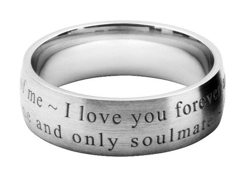 ブロック体の英文字彫刻を結婚指輪にオーダーメイドする