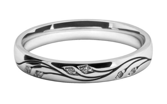 花の模様をレーザー彫刻で入れたレディスの結婚指輪オーダーメイド
