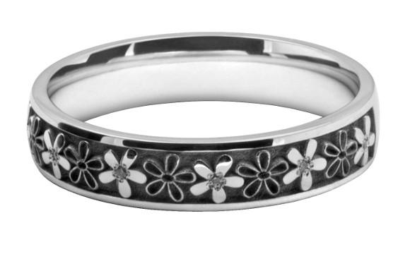 結婚指輪に3つのレーザー彫刻でオリジナルの模様をオーダーメイド